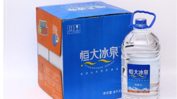 纯净水市场被各大厂垄断,如何通过包装设计抢夺市场?
